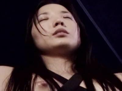 Japanischer Engel beim blasen