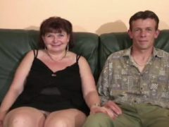 Älteres Paar poppt beim Casting