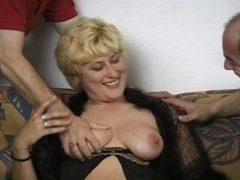 In den Arsch gefickt und gefilmt