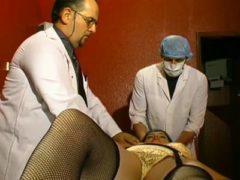 Versauter Arzt mit geiler Patientin