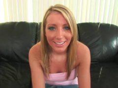 Blondine beim Sex Casing